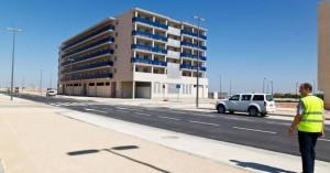 Obras de urbanización de la primera área con las calzadas ya asfaltadas y las aceras pintadas.